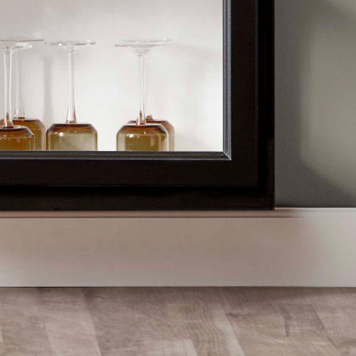 Close up image of Lindebjerg Design Classic V4 Vitrine Cabinet bottom