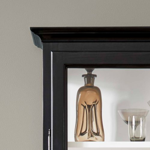 Close up image of Lindebjerg Design Classic V4 Vitrine Cabinet Top