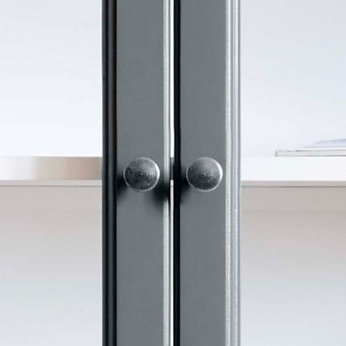 Close up image of Lindebjerg Design Classic V2 Vitrine Cabinet door knop