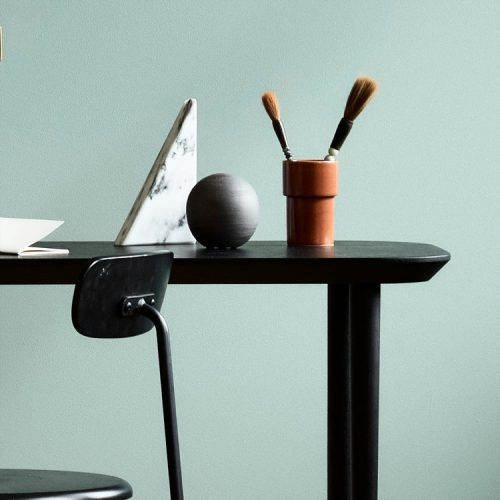 Close up image of Lindebjerg Design T70 table from the side