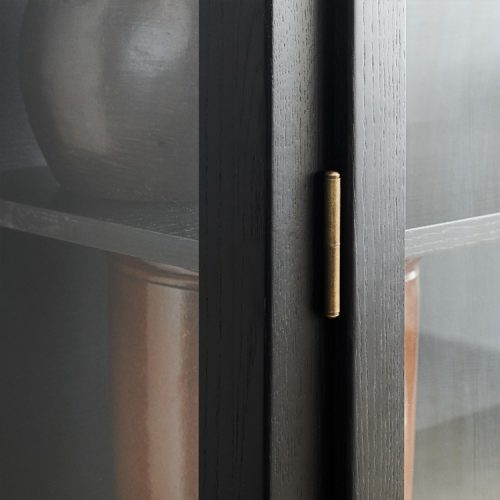 Close up image of Lindebjerg Design Dark Oak Vitrine Cabinet door hing