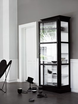 Image of Lindebjerg Design Classic V1 Black vitrine Cabinet in a gray colored creative room with interior
