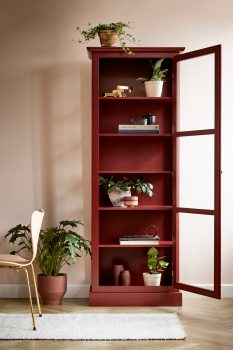 Image of Lindebjerg Design Color N1 red vitrine Cabinet in a rosa colored dining room with interior