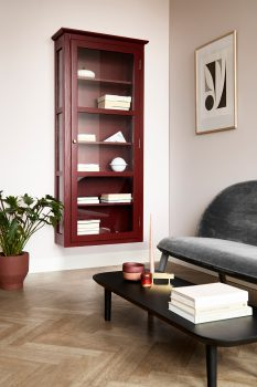 Image of Lindebjerg Design Color N4 red vitrine Cabinet in a rosa colored living room with interior