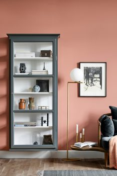 Image of Lindebjerg Design Classic V4 Anthracite vitrine Cabinet in a peach colored room with interior