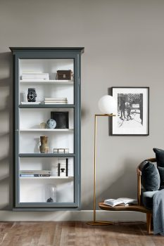 Image of Lindebjerg Design Classic V4 Anthracite vitrine Cabinet in a gray colored room with interior
