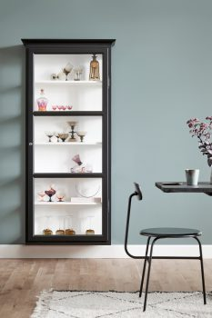 Image of Lindebjerg Design Classic V4 black vitrine Cabinet in a coral colored room with interior
