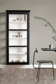 Image of Lindebjerg Design Classic V4 black vitrine Cabinet in a sand colored room with interior